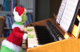 The Grinch playing my Stringz'n'Thingz
