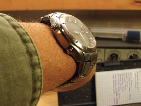 After reshaping the end links, the watch hugs my wrist better.