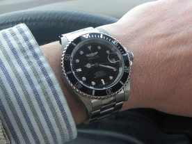 The stock Invicta 8926OB looks suspiciously like a Rolex Submariner.